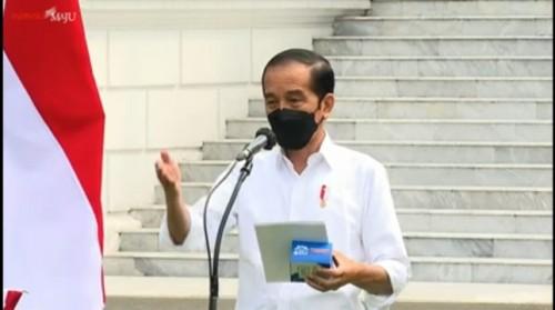 Jokowi Mulai Bagikan Ratusan Ribu Obat dan Vitamin bagi Pasien Isoman