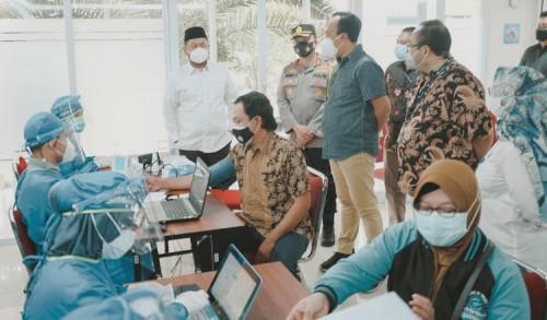 Gus Yani Pantau Vaksinasi Gotong Royong Perdana di Gresik