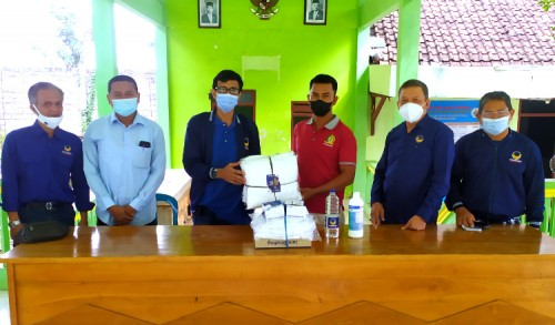 PPKM Darurat, Partai Nasdem Tuban Salurkan Ribuan APD Kepada Masyarakat