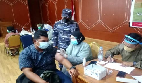 TNI AL Gencarkan Pelaksanaan Vaksinasi Tahap II , Danlanal Sangatta Turun Langsung Lakukan Pengawasan