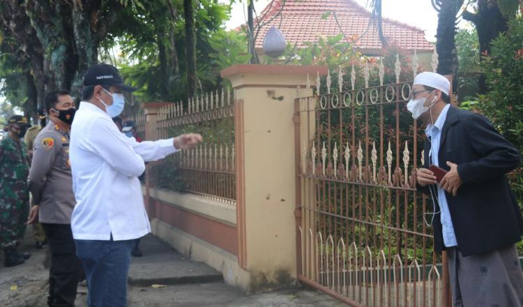 Gandeng TNI-Polri, Rektor UIN KHAS Jember Bagikan 35 Paket Sembako