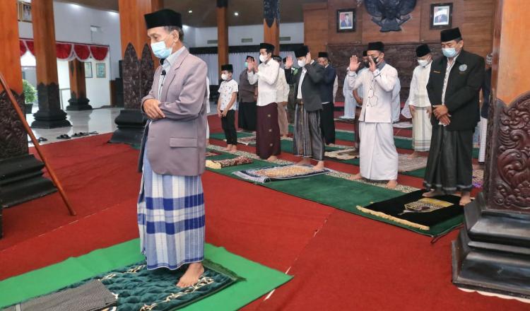 Gus Ipin Gelar Salat Idul Adha Secara Prokes, Berharap Hari Raya Ini Berkah Bagi Trengggalek