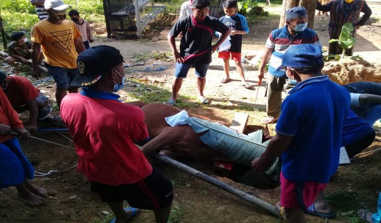 Panti Muhammdiyah Kaliharjo Purworejo Bagikan Ratusan Bungkus Daging kepada Warga