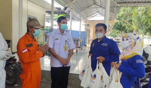 Pengurus DPD NasDem Situbondo Kirim Bingkisan Daging Kurban dan Paket Sembako