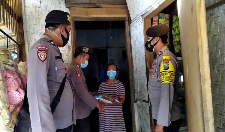 PPKM Darurat Diperpanjang, Polres Blitar Kota Salurkan Bantuan untuk Warga Kurang Mampu