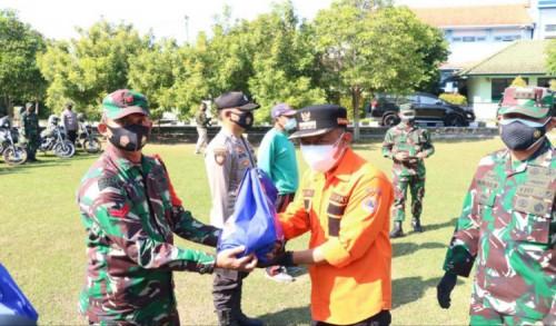 Pemkab Ponorogo Kolaborasi TNI-Polri, Salurkan Bansos Warga Terdampak Covid-19