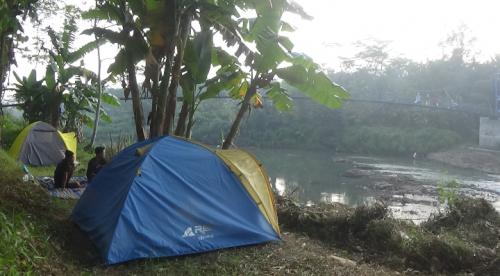 Terapi Alam di Masa Pandemi, Pemuda Purworejo Camping di Tepi Sungai