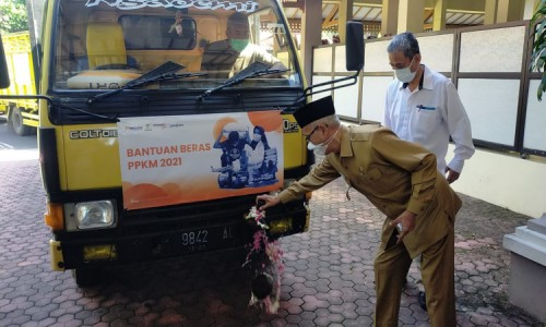 Bupati Bondowoso Lepas Bantuan Beras PKH dan BST, Begini Pesannya