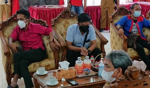 Hina Seniman, Kades Depok Trenggalek Akan Dilaporkan Polisi