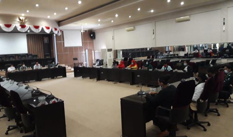 Datangi Kantor DPRD Bondowoso, HMI Minta PKL Bisa Berjualan di Alun-alun