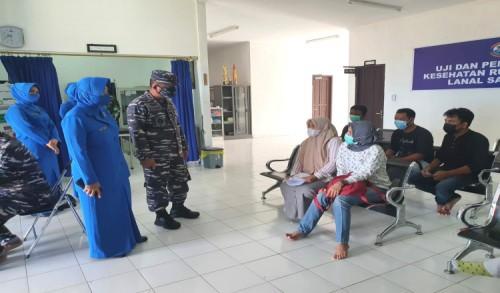TNI AL Laksanakan Serbuan Vaksin, Lanal Sangatta Sasar Masyarakat Maritim Secara Bertahap