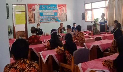 Wakil Bupati Bondowoso, Tinjau Vaksinasi Pelajar di SMP Negeri 2 Tamanan