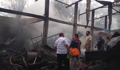 Korsleting Listrik, Gudang Rongsokan di Ponorogo Hangus Terbakar