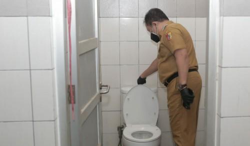 Bupati Hendy Tinjau Langsung Toilet dan Kamar Mandi Posko Isoter