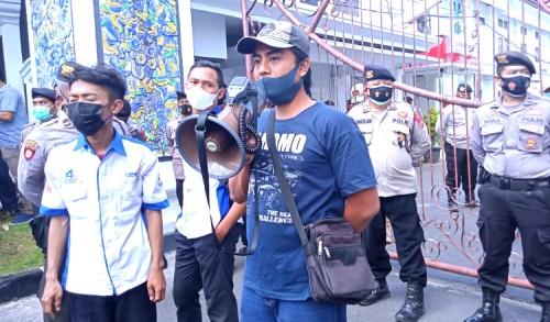 Demo Buruh di Tuban, Orasi PKL Menyayat Hati