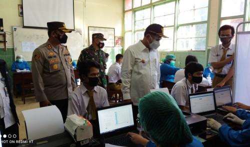 Ribuan Pelajar Tingkat SMA-SMK di Madiun Lakukan Vaksinasi Perdana