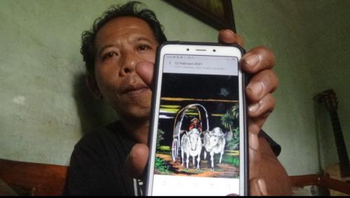 Kreatif, Warga Purworejo Piawai Melukis dengan Menggunakan Hape