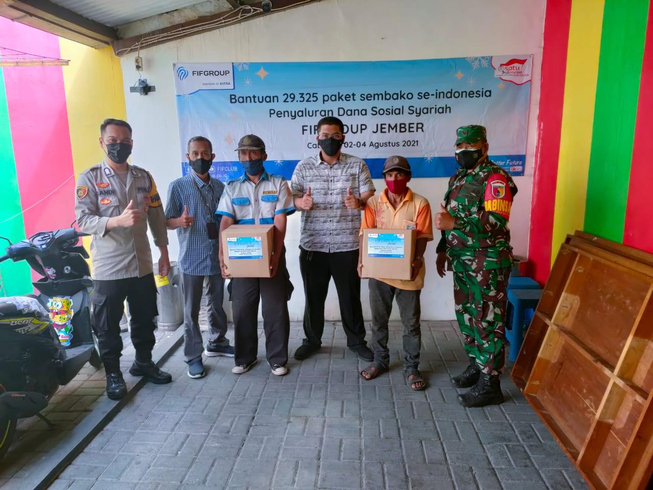 FIFGROUP Jember Salurkan Bantuan Sembako untuk Warga Terdampak Pandemi