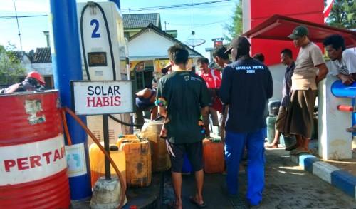 Solar Langka, Nelayan di Tuban Padati SPBU Hingga Gagal Melaut