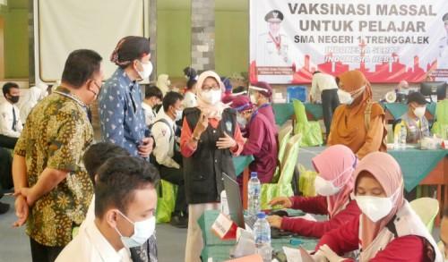 Ratusan Siswa SMA/SMK di Trenggalek Ikuti Vaksinasi