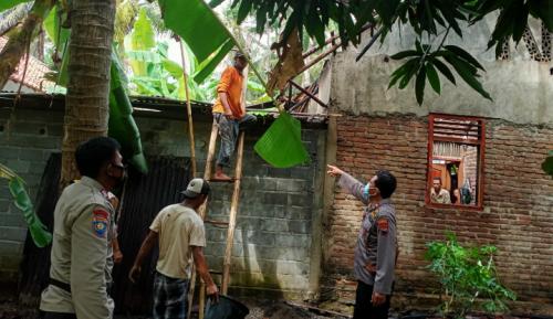 Lupa Matikan Tungku saat Jemput Anak Sekolah, Rumah Warga Purworejo Terbakar