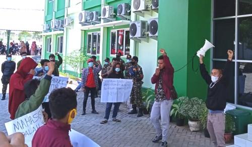 Tuntut Kejelasan Legalitas Ijazah, Mahasiswa IAINU Tuban Demo Kampus
