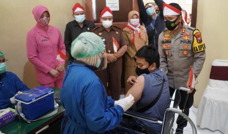 Antar Jemput, Polresta Probolinggo Prioritaskan Vaksinasi Difabel