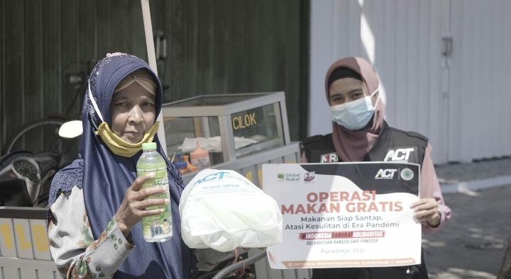 Sidak Operasi Makan Gratis, ATC dan MRI Purworejo Bagikan 240 Box Nasi ke Warga Terdampak Pandemi