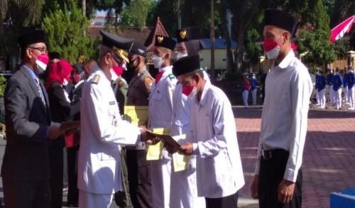 HUT RI ke-76,  Bupati Bondowoso Serahkan Penghargaan Satyalancana Karya Satya dan Remisi