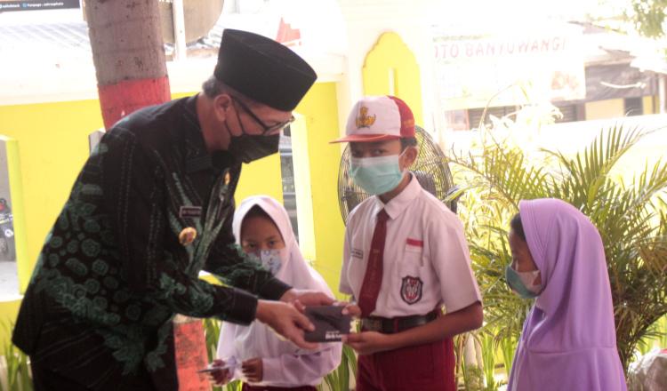Puluhan Anak TPK di Jember Terima Beasiswa Dana Pendidikan