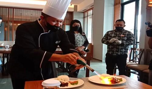Hotel Kokoon Banyuwangi Hadirkan Konsep Live Cooking, Menu Andalan Iga Bakar Leleh