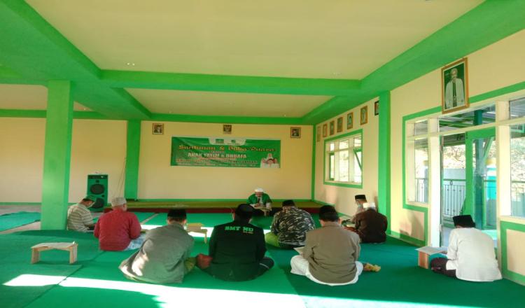 MWC NU Sukosari Bondowoso Ngaji Kitab Sambil Sosialisasikan Prokes