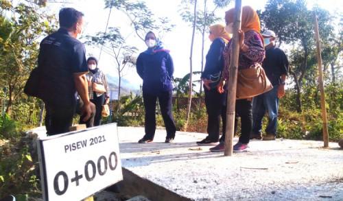 Bawa Program Kementrian PUPR, Sri Wahyuni Ingin Jalur Alternatif Desa di Ponorogo Lancar