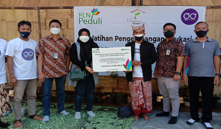 PLN Serahkan CSR Senilai 145 Juta untuk Pengembangan Masyarakat di Kampung Papring Banyuwangi