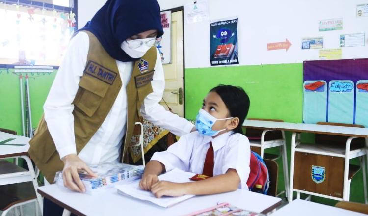 Vaksinasi Guru dan Siswa di Probolinggo Jadi Syarat PTM