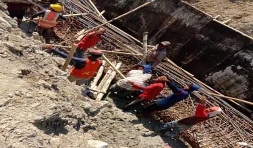 3 Pekerja Rehabilitasi Bendung Klepek-Sukosewu Alami Kecelakaan Kerja