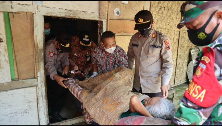Sakit Menahun hingga Punggung Membusuk, Mbah Suwarni Dievakuasi ke RSUD Purworejo