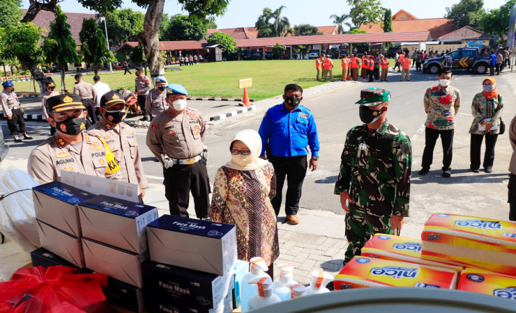 PPKM Diperpanjang Polres Jombang Gelontor Bantuan Kampung Tangguh Semeru