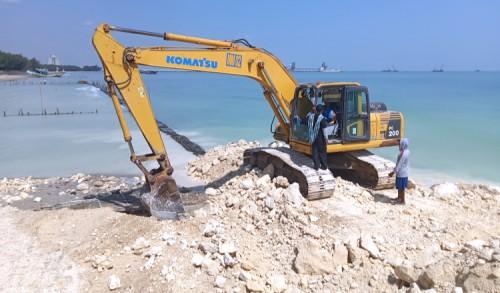 Merasa Tak Ada Sosialisasi, Nelayan di Tuban Hentikan Proyek Reklamasi Pantai