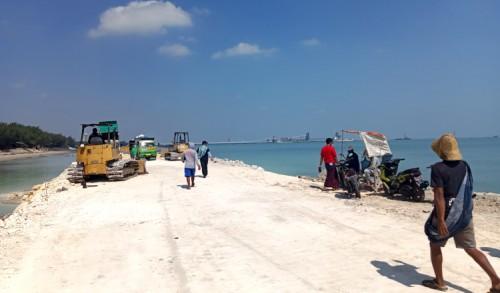 Pengurukan di Pantai Desa Temaji, Kades: Itu Pengembalian Tanah, Bukan Reklamasi