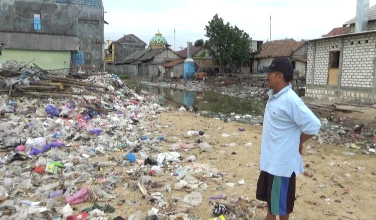 Memprihatinkan, Warga Desa Pabeyan Tuban Dikepung Sampah