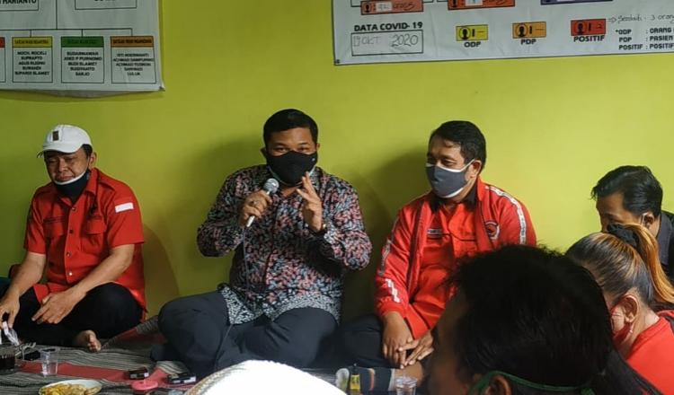 PDIP Surabaya Serahkan Bantuan PIP Jalur Aspirasi DPR RI di Kecamatan Asemrowo
