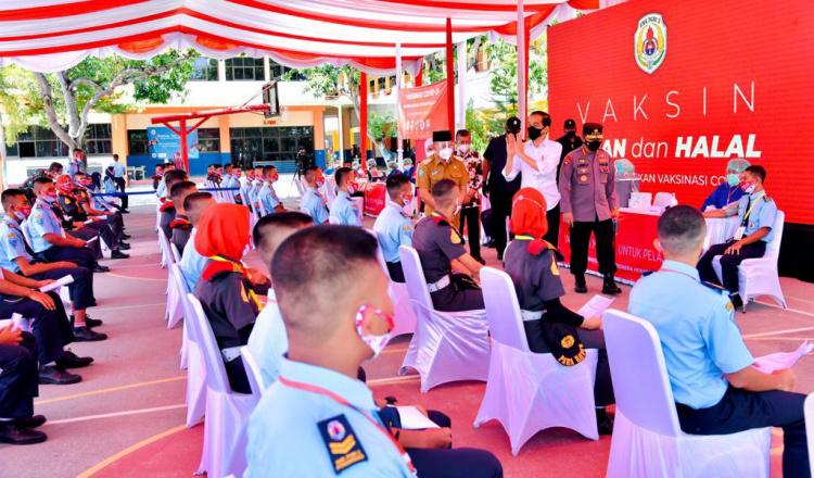 Jokowi Kunjungi SMK di Ponorogo Vaksinasi 2.500 Siswa