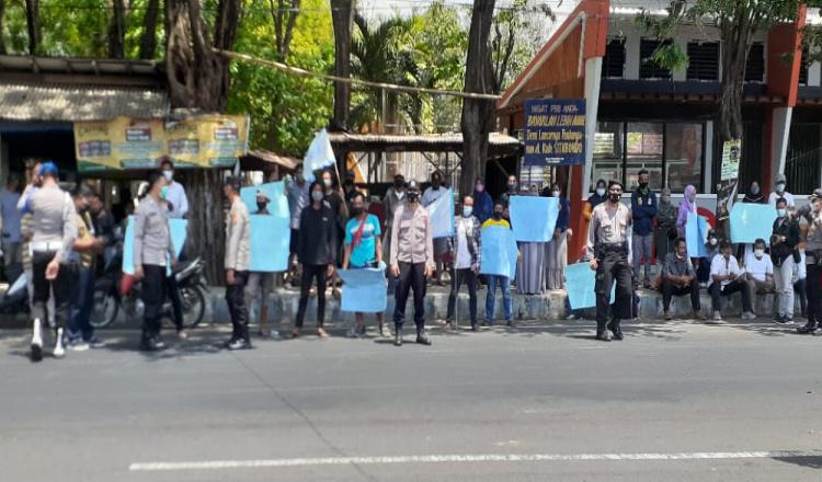 FP2EM dan Warga Merak Situbondo Demo DPRD, Politisi PPP Sepakat Perjuangkan Percepatan PAPBD