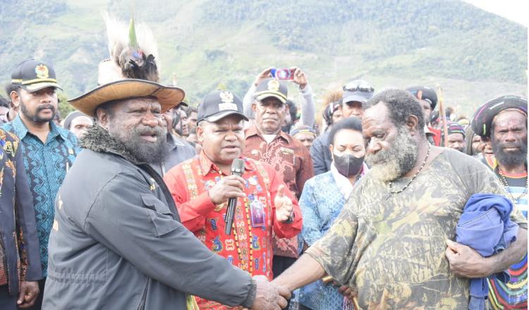 Bayar Kepala Perang Suku di Puncak Jaya,Pemkab Bantu 10 Miliar