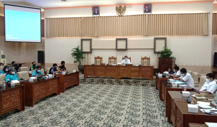 Puluhan Sopir Logistik di Banyuwangi Wadul Dewan, Minta Syarat Perjalanan Cukup Surat Vaksin