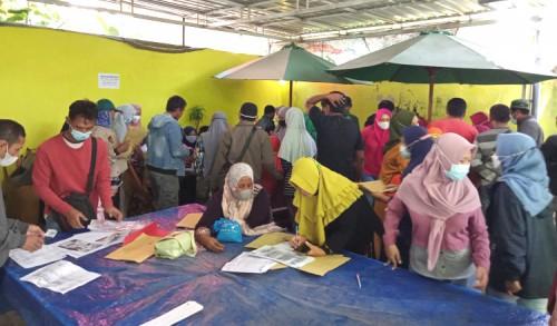 Pendaftaran BPUM di Tuban Timbulkan Kerumunan, Warga: Seharusnya Ada Nomor Antrean Biar Tertib