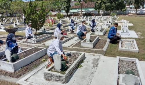 Peringati HUT ke-20, DPC Partai Demokrat Banyuwangi Pilih Ziarah ke Makam Pahlawan