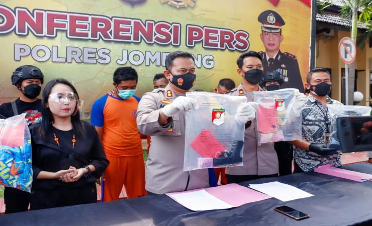 Aksi Koboi Pencurian Pelaku Curas di Toko Modern di Jombang Diringkus Polisi
