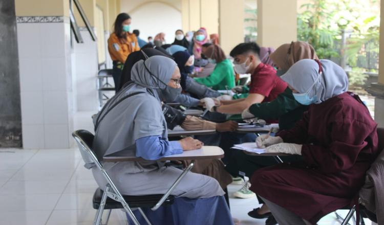 1000 Dosis Vaksin Moderna Diberikan kepada Mahasiswa di Purworejo